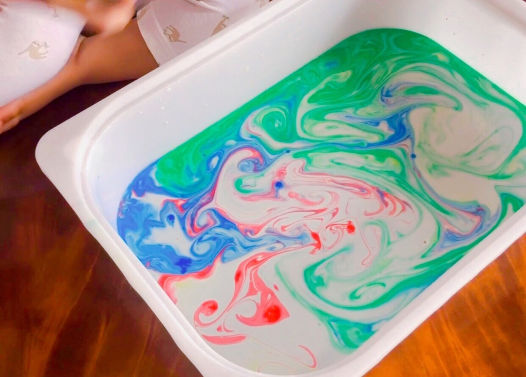 Rainbow milk experiment , percobaan untuk anak, preschool activity